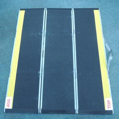 可摺式輪椅斜板